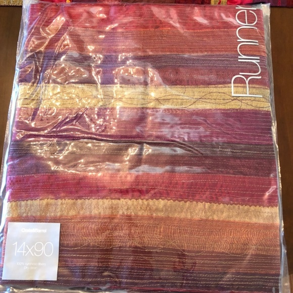 Nwt Crate And Barrel Table Runner Nwt